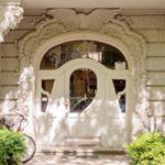 impressive entrance with  /JugendStil elements but also an  /